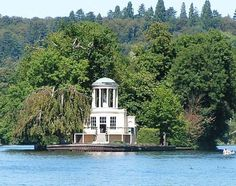 Temple Island, Henley on Thames. Is this the best place in the world for a weekend party? On Your Wedding Day, Wedding Season, Perfect Wedding, Dream Wedding, Wedding Cake, Wedding Reception Venues, Budget Wedding, Wedding Planning, Wedding Catering