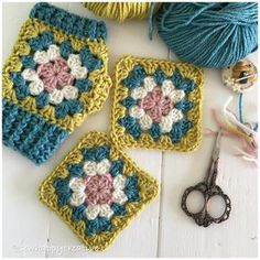 Last minute Christmas gifts to crochet - 16 FREE crochet patterns | a crochet pattern roundup at picotpals.com | I love these granny square fingerless mittens!
