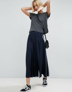 Shop ASOS Culotte Pants with Straps in Gingham Check. With a variety of delivery, payment and return options available, shopping with ASOS is easy and secure. Shop with ASOS today. Cropped Trousers, Trousers Women, Wide Leg Pants, Culottes Outfit, Skirt Outfits, Latest Fashion Clothes, Daily Fashion, Fashion Online, Style Casual
