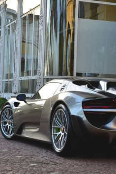 cool Porsche 918 Spyder... Garage (and what goes in it)
