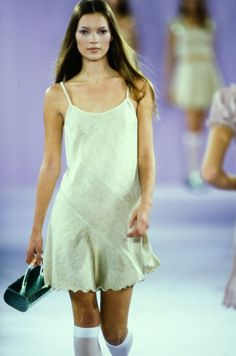 Anna Sui Spring 1994 Ready-to-Wear Fashion Show - Kate Moss Fashion Moda, Runway Fashion, High Fashion, Fashion Show, Fashion Outfits, Womens Fashion, Fashion Stores, Fashion Ideas, Kate Moss
