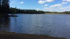 Hulkkianjärvi kimmeltää sinisenä ja terveenä Miehikkälässä, Venäjän rajalla. On alkamassa viides kesä sen jälkeen, kun järvi täytettiin kuivatuksen jälkeen uudestaan. Operaatio onnistui niin hyvin, että asiantuntijatkin ovat nyt ihmeissään.