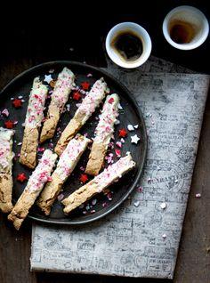 noperfectdayforbananafish: (via Biscotti med mandler og hvid chokolade - The Food Club)