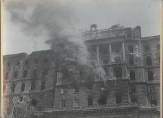 A királyi palota krisztinavárosi szárnya Budapest ostromakor.  Московский дом фотографии, Moszkva