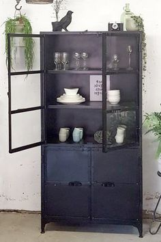 Kasten Archieven - quip&Co Industrial Chic Decor, Modern Industrial Furniture, Cupboard Shelves, Steel Cabinet, Home Living Room, Home Decor Inspiration, Home Goods, Decoration, New Homes