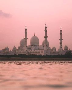 ✨🌙 The beauty of the Sheikh Zayed Mosque. Beautiful Mosques, Beautiful Castles, Beautiful Buildings, Beautiful World, Beautiful Places, Mecca Masjid, Religious Architecture, Grand Mosque, Islamic Pictures