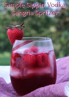 Simple Sippin' Vodka Sangria Spritzer Take your favorite sparkling water and add it to a Cabernet Sauvignon, what? The results are this sweet and crisp Simple Sippin' Vodka Sangria Spritzer. Vodka Sangria, Vodka Lemonade, Vodka Drinks, Fruit Drinks, Alcoholic Drinks, Cabernet Sauvignon Sangria Recipe, Pink Sangria, Vodka Martini, Cocktail Drinks
