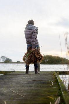 Terherne, Sneekermeer op de steiger. Moscow jas en shawl. Friesland aan het water. www.leveninfriesland.com