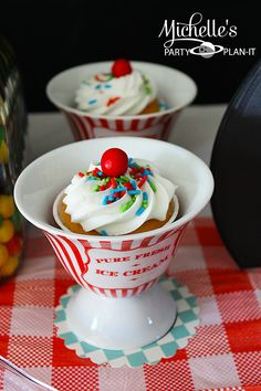 cupcakes at Dad's Diner - retro 1950s diner party