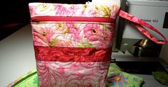 This was so much fun........I thought you might like to make one too!       Click Images to Enlarge:      Quilted Zipper Bag          My...