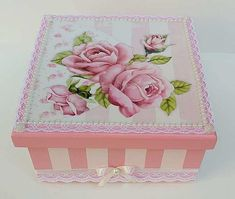 Box Roses, Decoupage Box, Pretty Box, Acrylic Resin, Jewellery Boxes, Covered Boxes, Shabby Chic Furniture, Mandala, Decorative Boxes