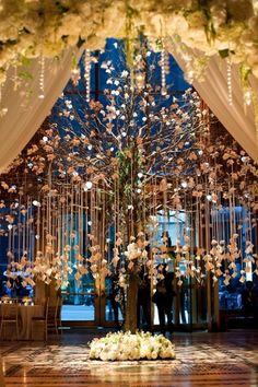 """¿Que tal esta idea para el """"guest book""""? Lindísimo para aprovechar los arboles en una boda de jardin..."""