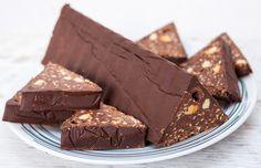 Sokakat+felháborított,+hogy+a+Toblerone+költségcsökkentésre+hivatkozva+megritkította+a+legendás+csoki+hegyeit,+170+gramm+helyett+csupán+150+grammos+lett+egy+doboz+csokoládé,+és+11+helyett+csak+9+hegyet+tartalmaz+a+doboza.Nem+is+csoda,+hogy+beindult+a+csoki+házi+receptjének…