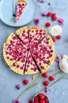 Raspberry tart with white chocolate cream Crunchy room Bbq Pizza Recipe, Pizza Recipes, Cake Recipes, Chocolate Chunk Cookies, Chocolate Cream, Delicious Dinner Recipes, Yummy Snacks, Quiche, French Bread Pizza