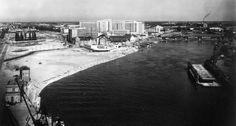 NANTES Comblement de l'Ile Gloriette,au second plan,la Piscine et au fond le C.H.U en 1956
