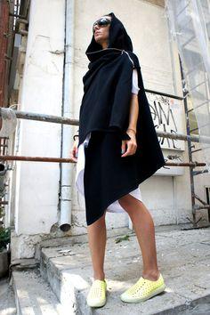 Hoi! Ik heb een geweldige listing op Etsy gevonden: https://www.etsy.com/nl/listing/165405817/zwarte-hooded-vest-extravarant-maxi