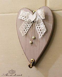Appendino in legno a forma di cuore...delicato in una cameretta...perfetto come bomboniera ❤ interamente realozzato a mano! Visita il nostro sito: arredart.wordpress.com #arredart #appendino #cuore #heart #legno #wood #shabby #shabbychic #shabbydecor #homedecor #bomboniera #bomboniere #merletto #fattoamano #fattoamanoconamore #handmadewithlove #artigianato #artigianale #madeinitaly #handmadeinitaly #madeinsalento #instalove