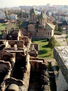 Ruins in Targoviste, Romania Beautiful World, Beautiful Places, Bósnia E Herzegovina, Regions Of Europe, Visit Romania, Romania Travel, Little Paris, Medieval Town, Best Cities