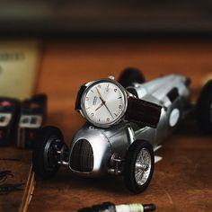 Elegante 3 Zeiger Uhr mit Datum / 10 ATM Accessories, Pointers, Leather Cord, Jewelry Accessories