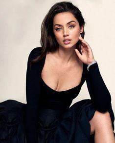 Beautiful Female Celebrities, Girl Celebrities, Gorgeous Women, Bbg, Hollywood, Poses, Uk Fashion, Gal Gadot, Instagram Models