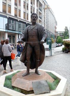 Treviso...statua di Mario del Monaco.
