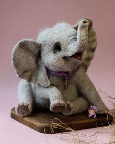 """""""Me llamo Tatyana y vivo en la preciosa ciudad rusa de San Petersburgo. Desde 2006 me dedico a crear animales con aguja y recubrimiento de lana. Mi amor por los animales se convirtió en mi mayor fuente de inspiración. Mis juguetes están hechos 100%..."""