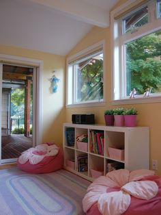 Expedit Book Shelf Design, Pictures, Remodel, Decor and Ideas - page 3  Me gustan los maceteros en gama