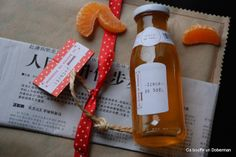 Tangerine Christmas syrup - 10 tangerines and their zests 500 g caster sugar 125 ml water 1 cinnamon stick Christmas Is Coming, Christmas Diy, Diy Cadeau Noel, Happy Kitchen, Gourmet Gifts, Smoothie Drinks, Diy Food, Diy Kits, Homemade Gifts