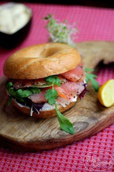 Smoked salmon & egg bagel sandwich