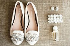 zapatos bordados con piedras