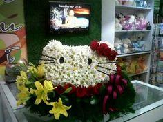 Mi Primera Hello Kitty hecha de Flores Margaritas, Rosas Rojas, y Lirios CreArte sin Limites..!