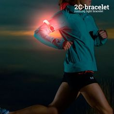 If you like doing sports and going running at night, you need the safety LED sports armband! It has 2 LED lights and you can select 2 lighting positions (sol Led, Crossfit, Gadgets For Dad, Beach Bodys, Bodybuilding, Sport Armband, Sport Treiben, Order Pizza, Sport Fitness