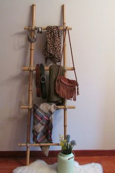 Bamboo Furniture – An Environmentally Friendly and Inexpensive Option Bamboo Furniture, Pallet Furniture, Diy Home Decor Projects, Home Crafts, Diy Interior, Interior Design, Boutique Interior, Casual Decor, Bamboo Crafts