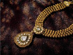 Indian Jewellery and Clothing: Short and cute gold necklace. India Jewelry, Jewelry Art, Jewelry Design, Fashion Jewelry, Temple Jewellery, Gold Jewelry, Ethnic Jewelry, Antique Necklace, Antique Jewelry