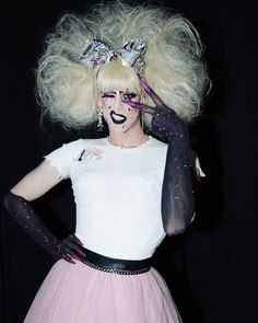 Dusty Ray Bottoms is ready to compete for the crown on RuPaul's Drag Race Season 10 Drag Queen Outfits, Adore Delano, The Vivienne, Queen Pictures, French Girls, I Am A Queen, All Star, Amazing Women, My Girl