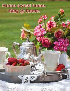 Coffee Time, Tea Time, Gaston Y Daniela, Sipping Tea, Chocolate Caliente, Savarin, Tea Service, Chocolate Pots, Edible Flowers