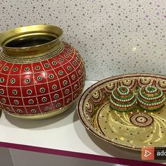 15 Amazing Ways to Reuse Old Silk Sarees – South India Fashion Kalash Decoration, Thali Decoration Ideas, Diy Diwali Decorations, Indian Wedding Decorations, Flower Decorations, Pottery Painting Designs, Pottery Designs, Coconut Decoration, Janmashtami Decoration