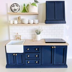 Rustic kitchen: 70 photos and decoration models to check - Home Fashion Trend Mini Kitchen, Miniature Kitchen, Miniature Houses, Rustic Kitchen, Doll House Kitchen, Barbie Kitchen, Kitchen Ideas, Modern Dollhouse Furniture, Barbie Furniture