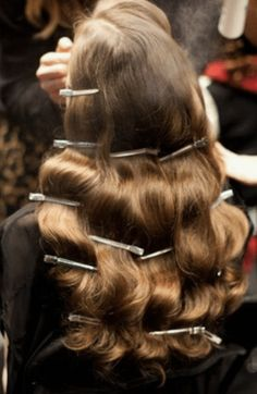 How To Create A Classic Hollywood Waves Hair StyleYou can find Vintage hairstyles and more on our website.How To Create A Classic Hollywood Waves Hair Style 1940s Hairstyles, Party Hairstyles, Straight Hairstyles, Wedding Hairstyles, Hollywood Hairstyles, Famous Hairstyles, Office Hairstyles, Anime Hairstyles, Stylish Hairstyles