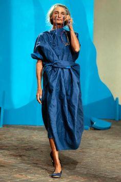 Mature Fashion, Quirky Fashion, Older Women Fashion, Timeless Fashion, Womens Fashion, Abaya Fashion, Fashion Dresses, Mein Style, Fashion Prints