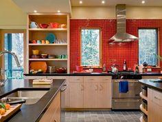 Cozinha moderna com azulejos vermelhos