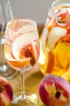 Pitcher Drink Recipe: Sparkling White Peach Sangria — The Happy Hour Non Alcoholic Sangria, Fruity Cocktails, Refreshing Drinks, Yummy Drinks, Easy Cocktails, Summer Cocktails, Peach Sangria Recipes, White Peach Sangria, Margarita Recipes