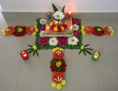 Golu-Displays sind besonders beliebt in Tamil Nadu, Karnataka und Andhra Prade . Easy Rangoli Designs Diwali, Rangoli Designs Flower, Diwali Diy, Rangoli Ideas, Flower Rangoli, Simple Rangoli, Diwali Decorations At Home, Backdrop Decorations, Festival Decorations