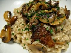 Risotto with mushrooms – Chicken Recipes Italian Chicken Dishes, Chicken Recipes For Two, Guisado, Mushroom Risotto, Cooking Recipes, Healthy Recipes, Easy Recipes, Kitchen Dishes, Fat Burning Foods