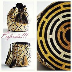 Só o que se fala agora pela net são nas Bolsas Wayuu , confeccionadas por artesãos de tribos colombianas, elas são super coloridas e muit...