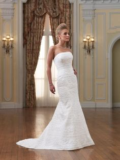 Some of the Beautiful Wedding Gown Ideas For Short Women. People may tell you that for your wedding day you can get any style of wedding dress that you want to, but this may not always work out for the best. Wedding Dress For Short Women, Plain Wedding Dress, Wedding Dress Train, Wedding Dress Chiffon, Wedding Dresses For Girls, Perfect Wedding Dress, Wedding Dress Styles, Short Bride, Bridal Gowns