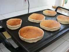 Avec cette recette, vous allez pouvoir réaliser les vrais pancakes américains,… With this recipe, you will be able to make real American pancakes, for your breakfasts or your snacks. A recipe coming directly from the USA. Sweet Recipes, Vegan Recipes, Cooking Recipes, Pancake Recipes, Breakfast Recipes, Snacks Recipes, Think Food, Love Food, Recipe Makeovers