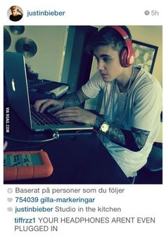 Funny pictures about Justin Bieber's Studio Work. Oh, and cool pics about Justin Bieber's Studio Work. Also, Justin Bieber's Studio Work photos. Justin Bieber 2015, Awkward Photos, He Makes Me Smile, Best Of Tumblr, Listening To Music, Best Funny Pictures, Music Pictures, Funny Pics, Social Networks