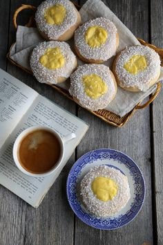 I am reading a fictional novel and I came across skolleboller and so,I looked it. Vanilla Custard, Cuppa Tea, Pretty Photos, Tray Bakes, Food For Thought, Food Styling, Food Inspiration, Latte, Sweet Tooth