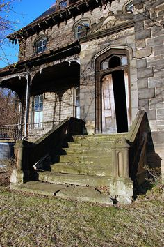 Singer mansion, Wilkinsburg, PA. by Dorsett Studios, via Flickr  Like his work!